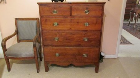 18th c American Chest of Drawers