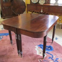 19th c American Mahogany Dining Table